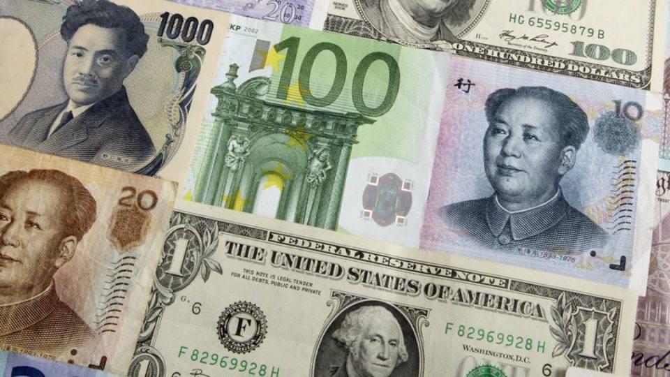 Центробанк перевел часть резервов в юани, иены и евро