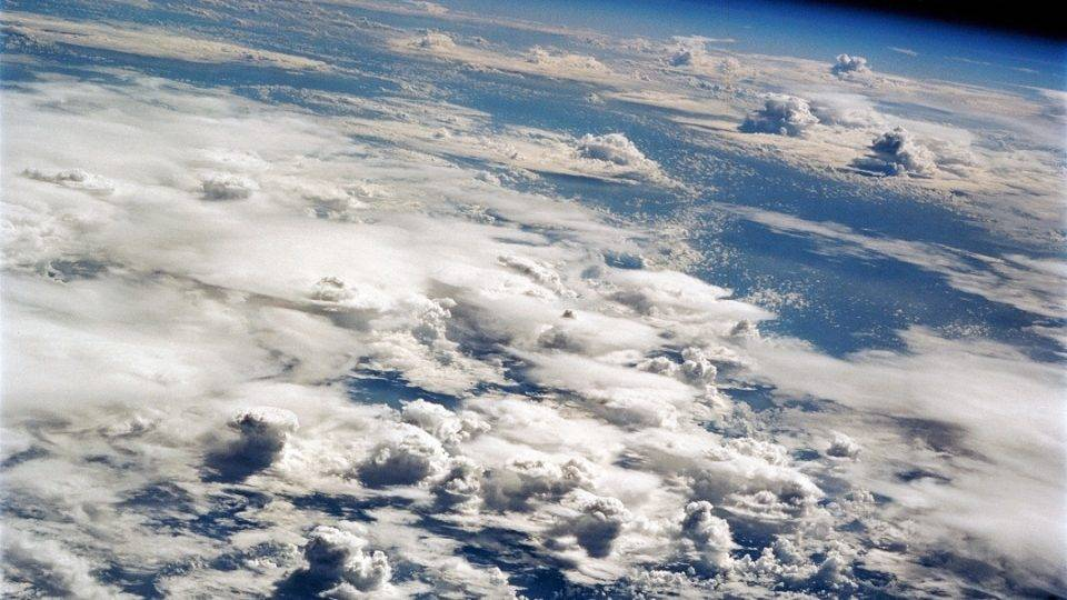 Российский спутник зафиксировал в атмосфере Земли мощные световые «взрывы»