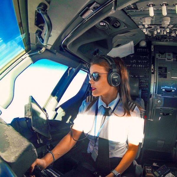 Женщины пилоты гражданской авиации