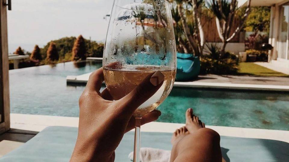 Как научиться разбираться в вине с нуля?